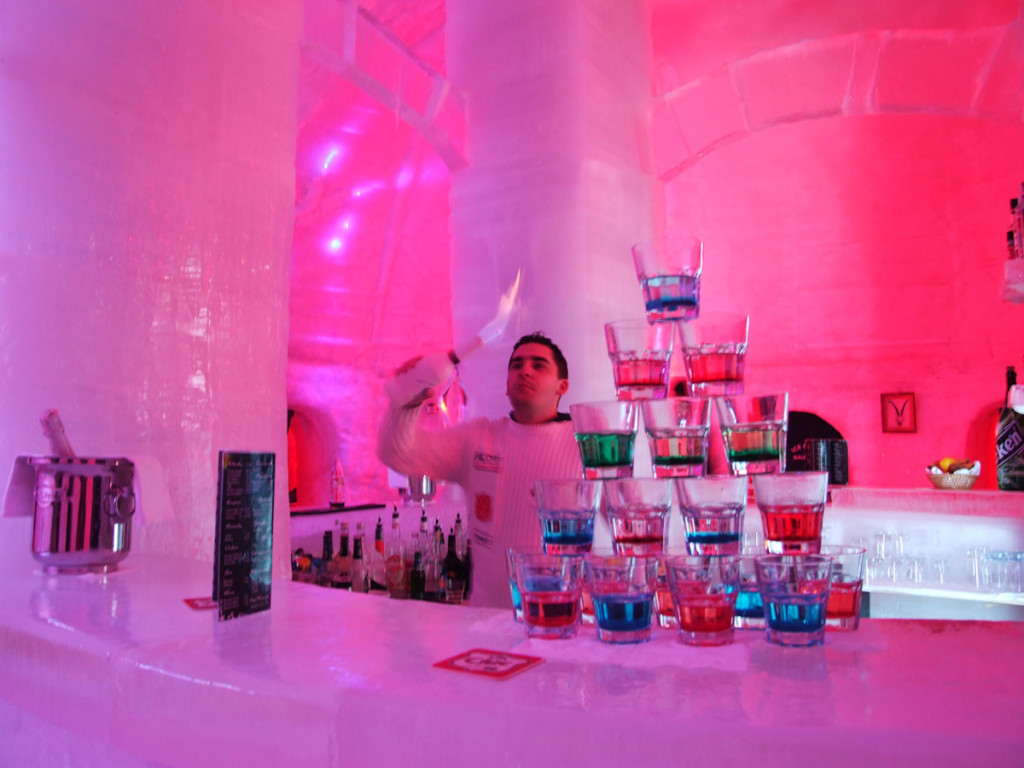 hotel-of-ice-romania-bar-2011